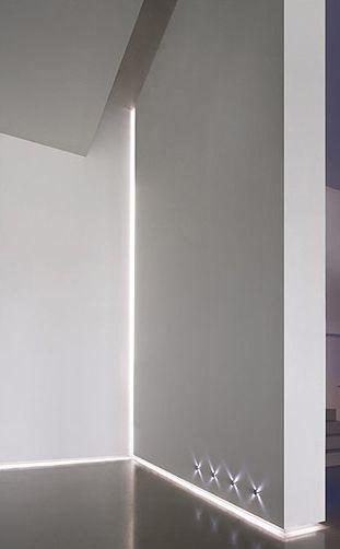 White interior design with Delta Light LED profile lighting for use in corners_ (rodapé das escadas iluminado)
