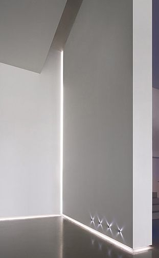 Delta Light Rendez-Vous (plinth and ceiling) and Reunion (corner) profile for indirect lighting.