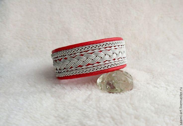 Купить или заказать Кожаный браслет 'MASHA' - кожаные браслеты в скандинавском стиле в интернет-магазине на Ярмарке Мастеров. Ничто другое так не украшает изящную женскую руку, как красивый кожаный браслет. Еще на старинных гравюрах мы можем увидеть, как прекрасные дамы надевали кожаный браслет и дефилировали с ним перед кавалерами. Кожаные браслеты ценились во все времена за свою лаконичность, удобство, экологичность и красоту! Скандинавский кожаный браслет впитал в себя историю любви…