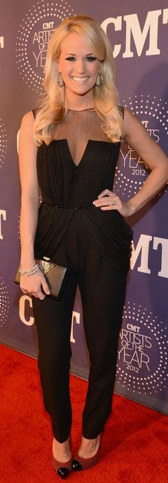 Who made  Carrie Underwood's black mesh jumpsuit and jewelry that she wore in Franklin, Tenn on December 3, 2012?