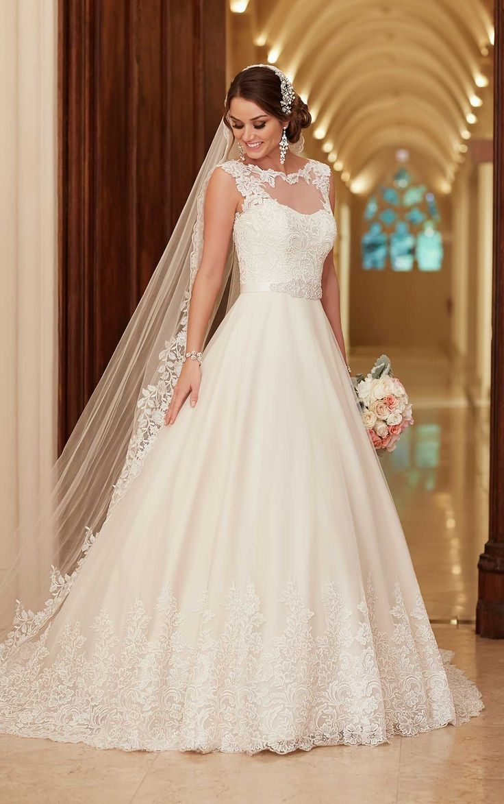 Vestido de Noiva de Stella York (6152 main zoom), corte evasé, decote ilusão…