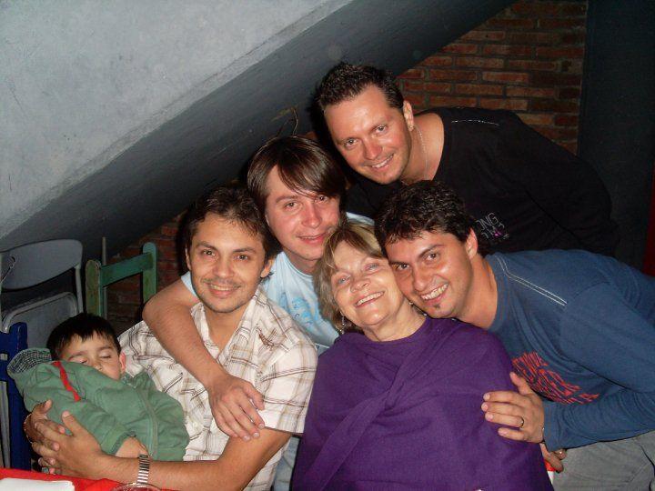19 de Octubre – Día de la Madre en Argentina – También Día de la Familia http://www.yoespiritual.com/reflexiones-sobre-la-vida/20-de-octubre-dia-de-la-madre-en-argentina-tambien-dia-de-la-familia.html