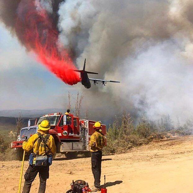 FEATURED POST @pulaski_shovels_andmen - Firefighters watch as a C-130 makes an air drop. . . Photo @ranchosantafefirefighters . . TAG A FRIEND! http://ift.tt/2aftxS9 . Facebook- chiefmiller1 Periscope -chief_miller Tumbr- chief-miller Twitter - chief_miller YouTube- chief miller Use #chiefmiller in your post! . #firetruck #firedepartment #fireman #firefighters #ems #kcco #flashover #firefighting #paramedic #firehouse #firstresponders #firedept #feuerwehr #crossfit #brandweer #pompier #medic…