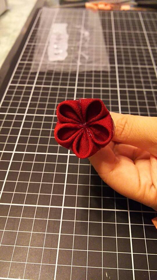 梅花の作り方 | 「ミテラのかんざし」母が作るつまみ細工のかんざし 成人式 卒業式