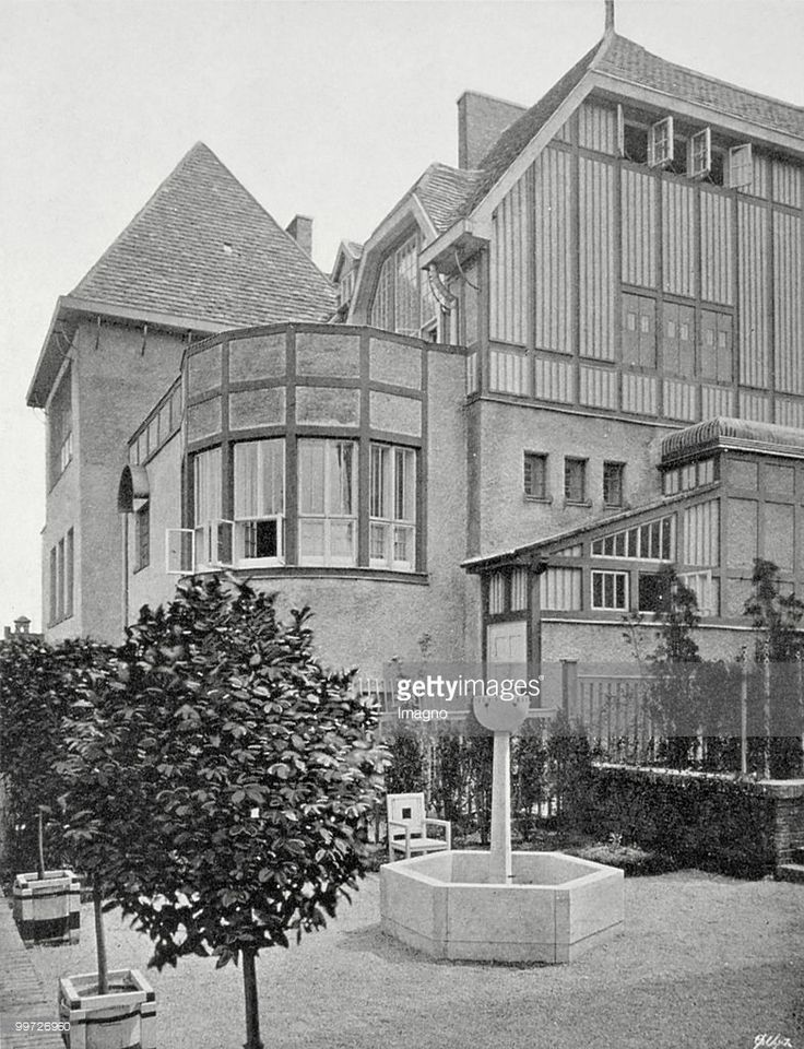 Pair of semi-detached houses of Carl and Kolo Moser (1900-1901) on the Hohe Warte in Vienna's 19th district. House Moser. Photograph from the magazine 'Das Interieur' (IV, page 122.) Photograph. 1903