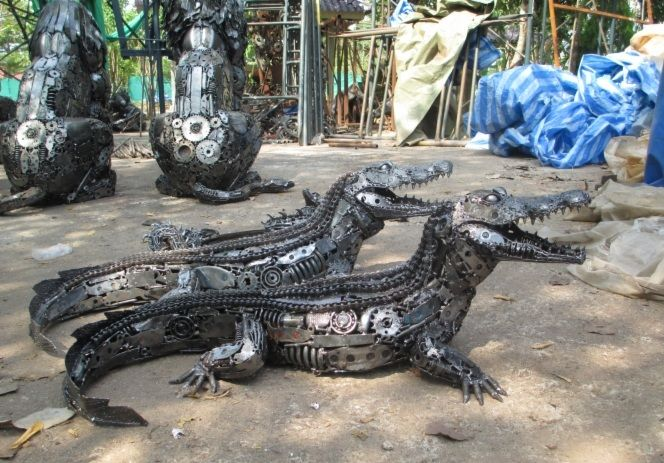 crocodile statue sculpture figure life size scrap metal art metal work pinterest. Black Bedroom Furniture Sets. Home Design Ideas