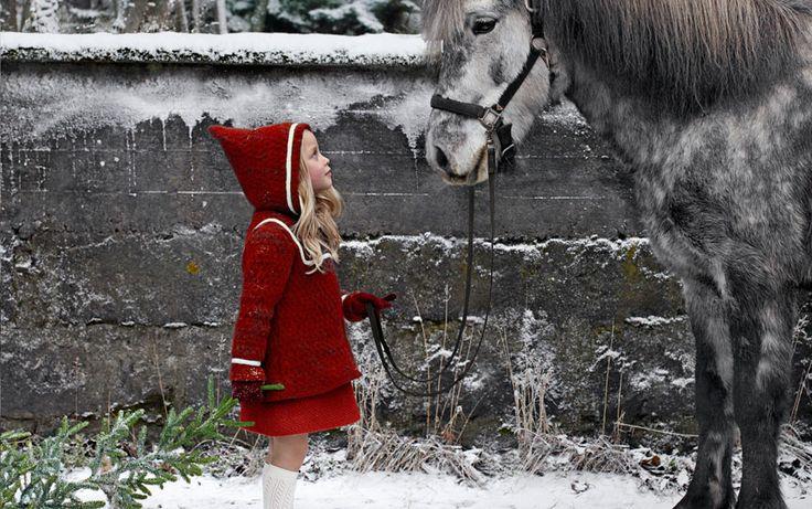 Geysir - a loja de souvenirs. Uma das mais frias lojas de souvenirs na Islândia onde se encontra, obviamente, produtos islandês com temas se você está à procura de roupas, jóias, doces, livros, fotos bonitas ou apenas aquele cartão postal ideal para enviar para a família e amigos. É uma experiência em si mesmo para apenas olhar e admirar a característica mas de bom gosto antigo do lugar. Localização: Haukadalur e Hafnarstraeti 98, Akureyri. http://www.facebook.com/pages/Geysir/13886073281096