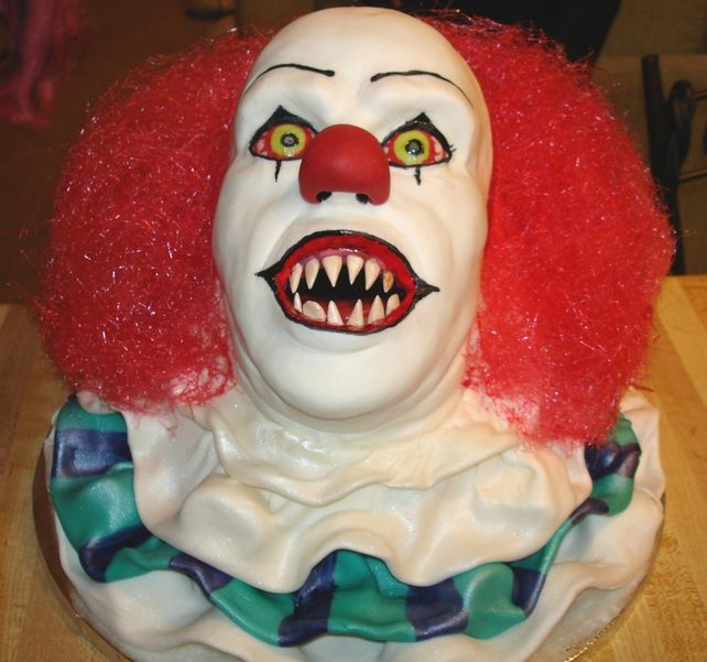 Stephen king Horror cake LOLOLOL, I am now imagining this at a kids birthday party... hahahaha
