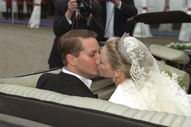 The Royal Order of Sartorial Splendor: Wedding Wednesday: Princess Alexandra of Sayn-Wittgenstein-Berleburg's Gown