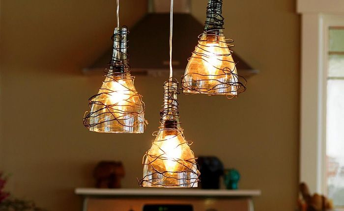 Светильники из обычных стеклянных бутылок.