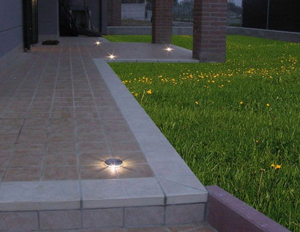 Wir haben in diesem Artikel moderne und attraktive Beispiele für LED Bodeneinbaustrahler zusammengebracht. Machen Sie Ihre Wohnung heller und gemütlicher!