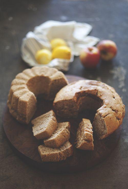 Sockerkaka med äpple, kanel & kardemumma