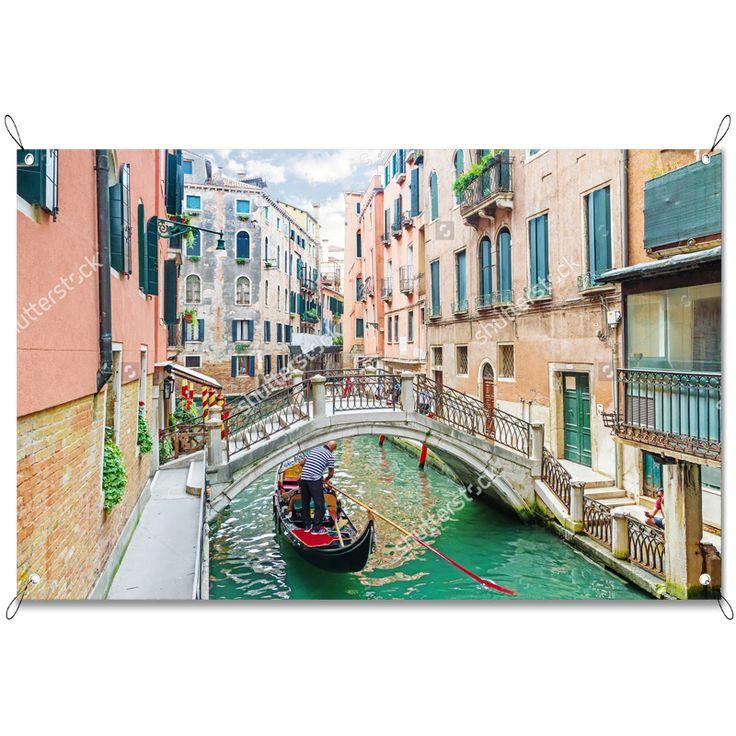 Tuinposter Bruggetje in Venetië | Maak je tuin nog mooier met een weerbestendige tuinposter van YouPri. Bewezen kleurbehoud! #tuinposter #tuindoek #tuin #poster #weerbestendig #kleurbehoud #frontlit #goedkoop #voordelig #spanners #ogen #venetie #italie #brug #italiaans #bruggetje #gondel #gracht #vakantie