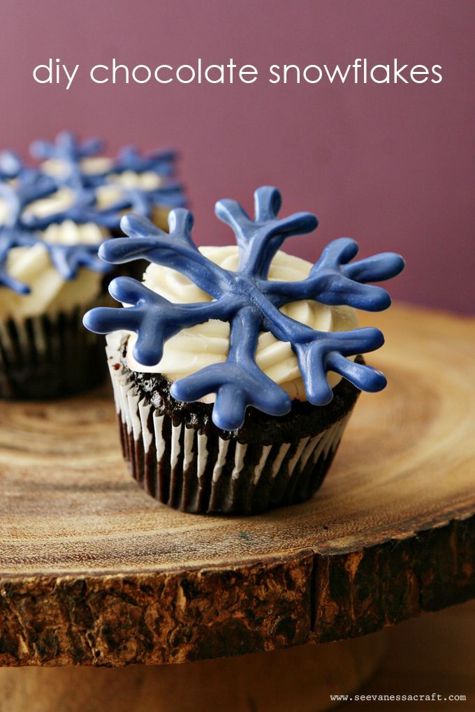 DIY Chocolate Snowflakes Cupcake Toppers
