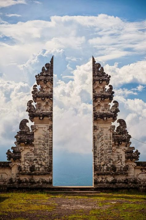 Travel inspiration http://bycocoon.com | COCOON explores | places in the world | dreams | wanderlust | travelling | Dutch Designer Brand COCOON | Gate to Heaven in Temple Pura Lempuyang, Bali Indonesia.