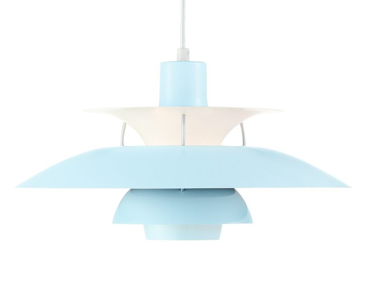 """De PH5 werd in 1958 voor het eerst geïntroduceerd op de tentoonstelling """"Glas, licht en kleuren"""" in het Deens Museum voor Kunst & Vormgeving in Kopenhagen. De hanglamp is ontworpen om laag boven een tafel te worden gehangen, terwijl hij tevens gedempt licht naar de omgeving uitstraalt. In Denemarken is in ongeveer één op de twee huishoudens een PH5 hanglamp van Louis Poulsen aanwezig. Je kunt dus wel stellen dat dit een rasechte designklassieker is! #lightbrands #louispoulsen #ph5"""