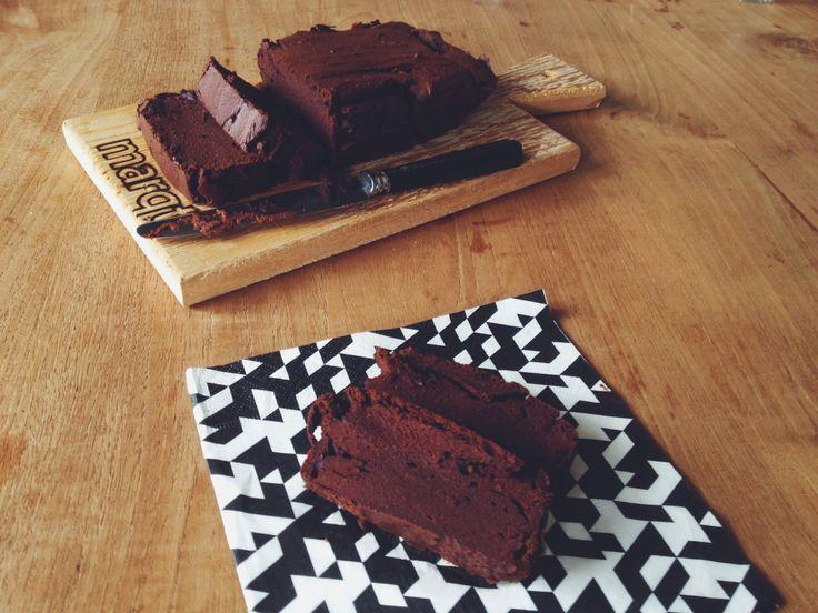 Chocolade-pompoen cake | pompoen heeft een heerlijk zoete smaak & zachte textuur die perfect werkt in gebak & cake. Daarnaast is deze cake ook geschikt voor mensen met een noten-allergie.