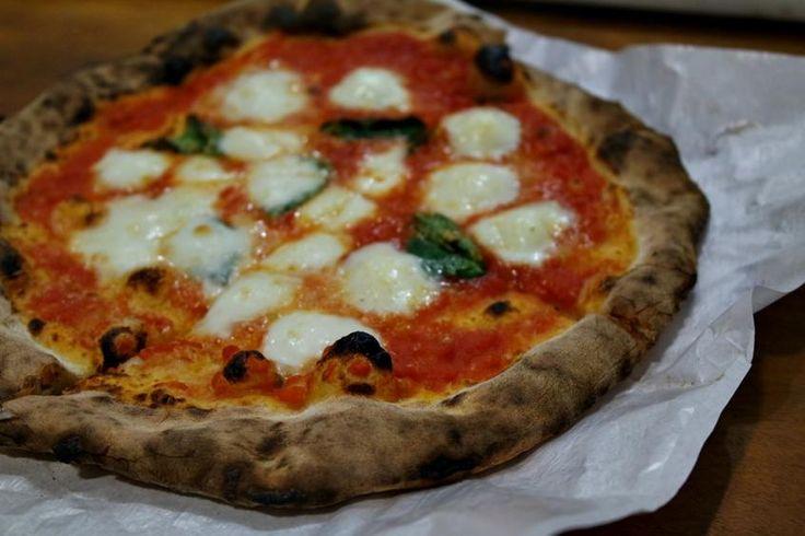 No último feriado, eu e algumas amigas fomos conhecer a novidade que tem dado o que falar em Porto Alegre nos últimos dias. Aberta há pouco mais de duas semanas, a Ciao Pizzeria Napoletana trouxe à cidade o melhor das pizzas de Nápoles, na Itália.