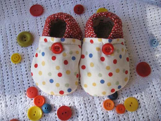 Sewing Tutorials - cute stuff!  Baby shoe patterns, definitely have to keep this in mind with a new nephew on the way!!