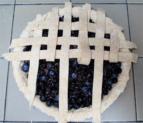 video of how to cut a lattice pie crust