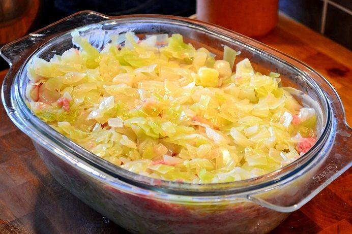Den är vit. Den är krispig. Den är billig. Den är nyttig och den är fantastiskt god. VITKÅLEN. Jag tycker vitkål är en av våra bästa grönsaker. Den är så användbar, nyttig, lätt att tillaga och den...