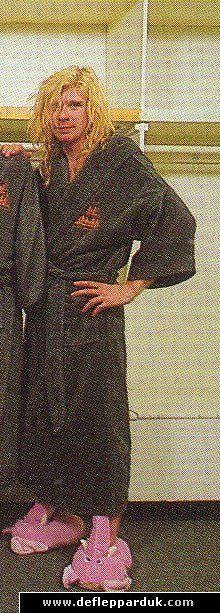 Def Leppard News - Guitarist Steve Clark Died 22 Years Ago Today