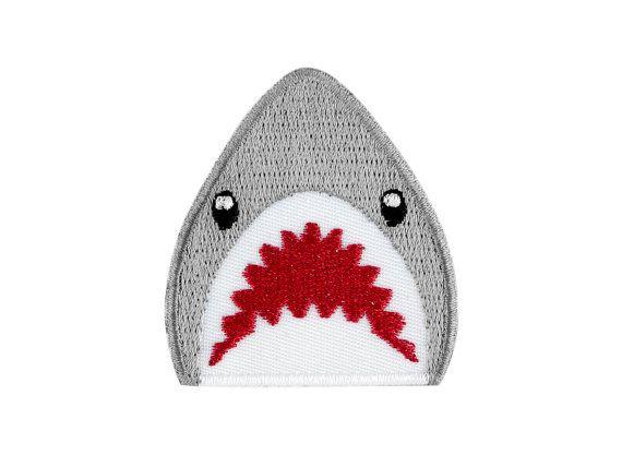 Emoji tiburón bordado hierro en remiendo - envío gratis