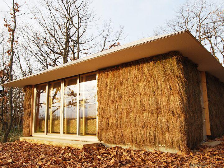 Estudantes japoneses projetam e constroem uma casa de palha aquecida através de compostagem