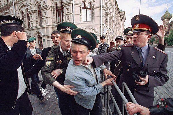 Милиционеры получили прозвище мусора не от бытовых отходов. Дело в том что до революции Московский Уголовный Розыск назывался Московским Уголовным Сыском. От аббревиатуры МУС и произошло обидное прозвище.  Следующее фото после 200 лайков.  #мусор #мусора #гибдд #гаи #полиция #милиция #милиционер #полицейский #дпс #рф #россия #москва #msk #питер #санктпетербург #spb #путин #власть #вдв #военный #форма #россиявперед #россияматушка #мвд #фсб #рация #оборотнивпагонах #дпсконтроль #дтп #ватники…