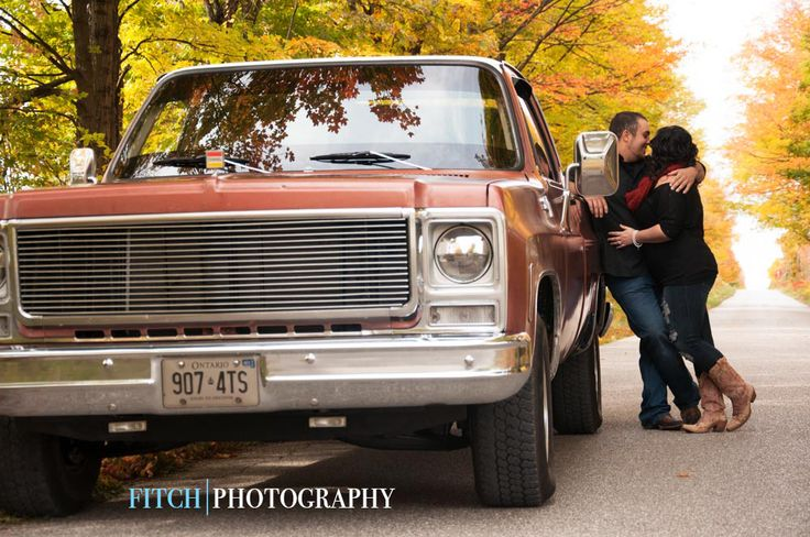 Love the country feel in these engagement photos! So charming!   Fitchphotography.com