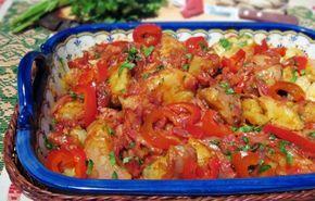 Mâncare țărănească de cartofi cu bacon și gogoșari murați