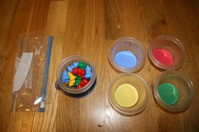 Color sorting with bears
