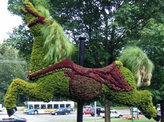 Most incredible examples of grass and moss art