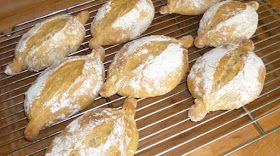 Portuguese Bread Recipes: Papo Secos (Crusty Rolls) recipe and technique