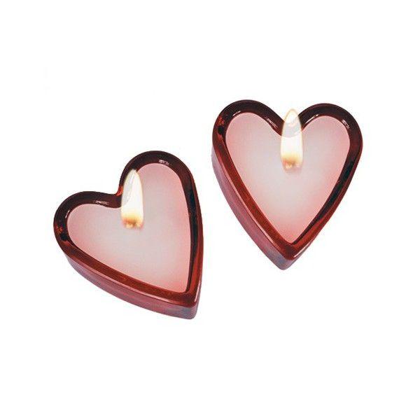 Set dvoch aromatických srdiečkových sviečok vytvorí romantickú náladu a znovu zapáli plameň vášne!Sviečky s vôňou čerstvo rezaných ruží v sklenenom stojane.