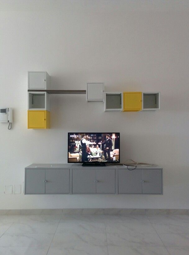 Lixhult Ikea - parete attrezzata con mobile tv