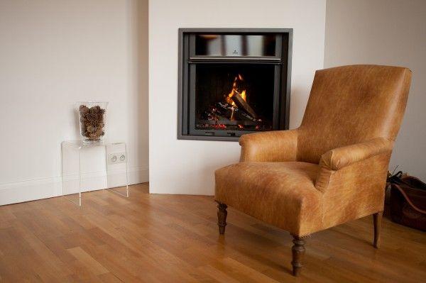 Matière à sensation pour ce fauteuil anglais revêtu d'un tissu «Les créations de la maison» de chez Casal Diffusion qui ressemble comme deux gouttes d'eau à un vieux cuir froissé. Coup double: on apprécie son effet matière et son prix mini! Autres photos du fauteuil Anglais :