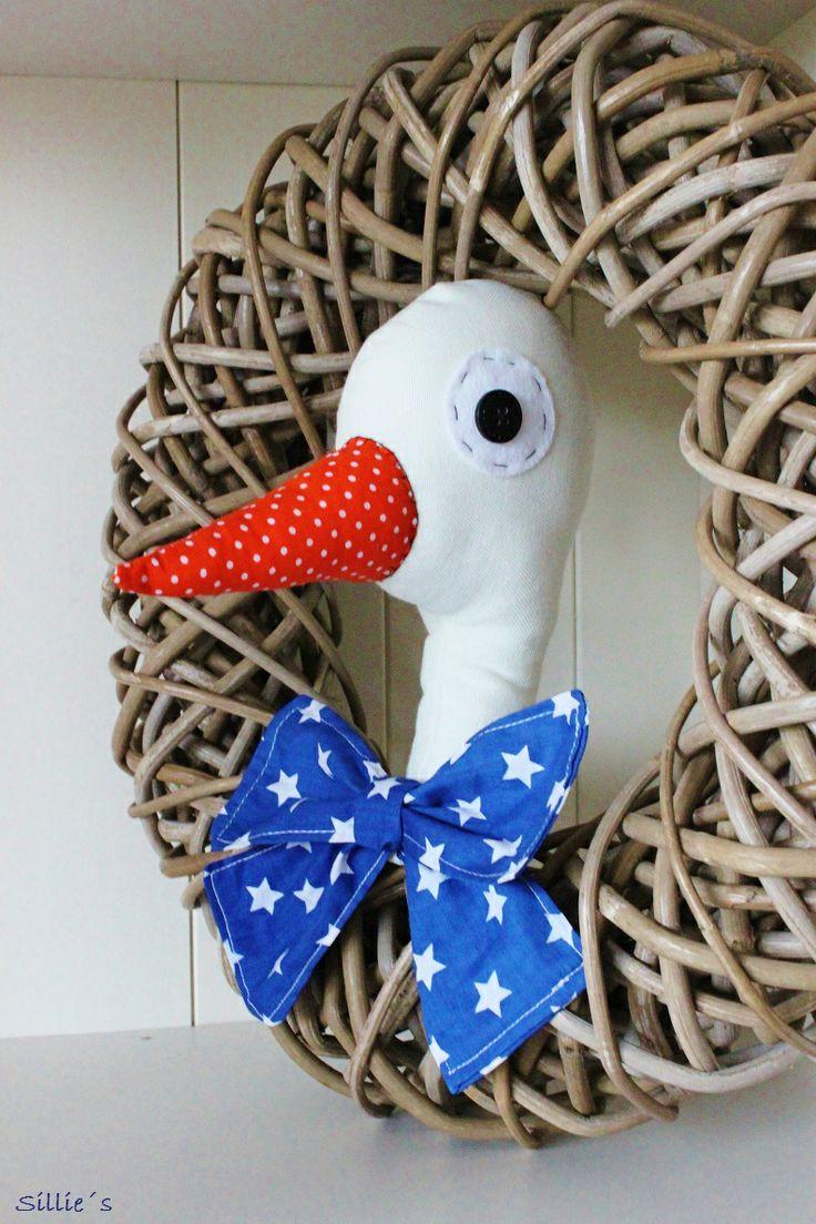 #Geboorte #ooievaar van Sillie´s Creations. #Handmade. Verkrijgbaar met blauwe of roze strik. Leuk om aan de deur te hangen! kijk eens op www.silliescreations.jouwweb.nl of www.facebook.com/SilliesCreations
