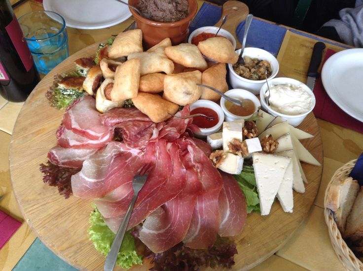 A cutting board filled with tuscan delicacies...yummy!!