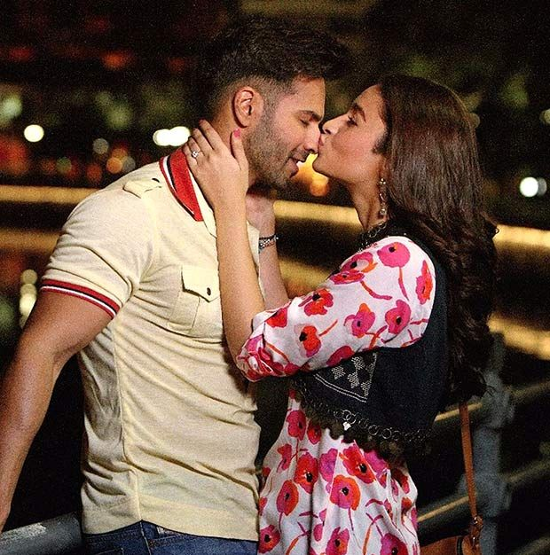 Alia Bhatt gives a Long kiss to Varun Dhawan While Movie ShootingPhotoclick.in | Photoclick.in
