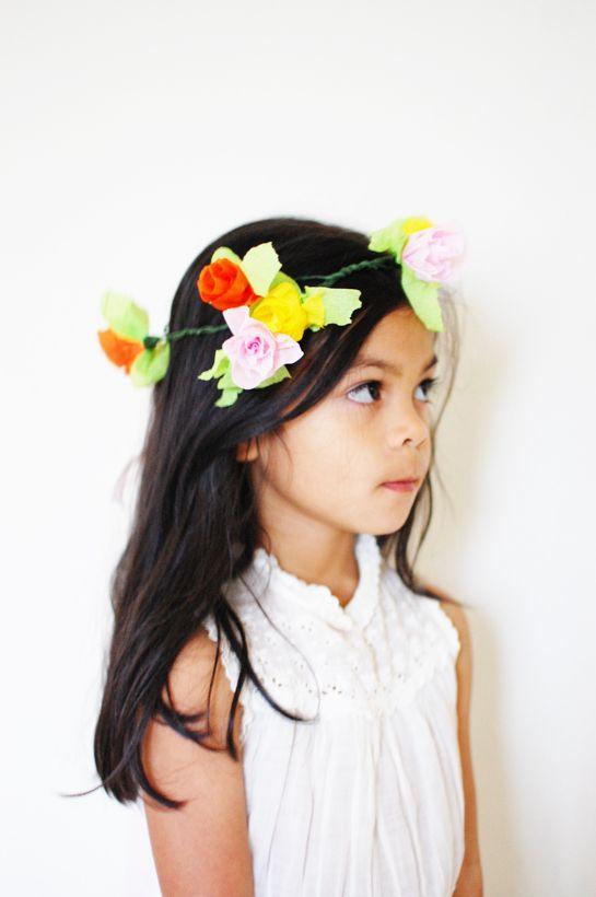 DIY: CREPE PAPER FLORAL CROWNCrepes Paper Flower, Flower Headbands, Flower Crowns, Crepes Paper Crafts, Paper Crowns, Flower Girls, Crepe Paper, Diy Projects, Floral Crowns
