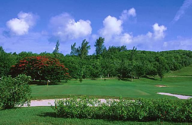 Planning a golf outing to Bermuda? This Guide to Bermuda's golf courses will provide the information you need: when to go, where to play, where to stay.