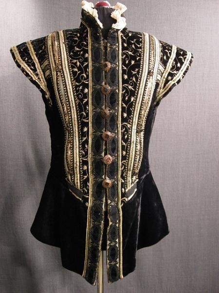 09006695 Doublet Mens Renn Black Velvet Gold Embroidery Trim White Ruff C36.JPG