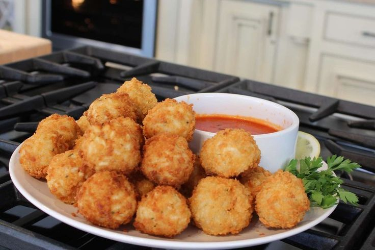 Artichoke Arancini recipe by Giada De Laurentiis Arancini, or, fried rice balls, are a typical Italian snack, and I always have at least one on the menu. This vegan version with artichokes, fresh basil, and a little bit of soy sauce is a new addition and it's already a big hit