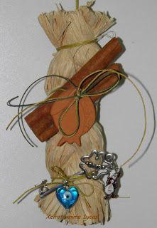 Χειροποίητο γούρι με κεραμικό γούρι και φυσικά υλικά Δεκέμβριος 2012 - XeiroTexnima