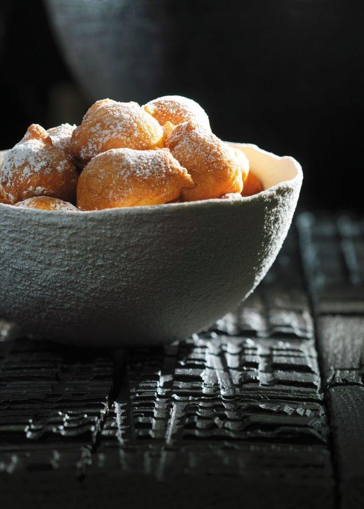 """Het lekkerste recept voor """"Oliebollen"""" vind je bij njam! Ontdek nu meer dan duizenden smakelijke njam!-recepten voor alledaags kookplezier!"""