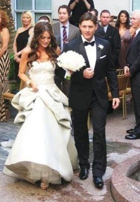 Jensen Ackles and Danneel Harris, she wore Monique Lhuillier so jealous....