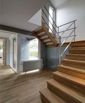 Keepboom trap met bordes Afzelia hout PK trappen
