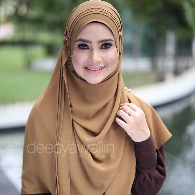 Rumaisa Pleated Shawl Code : DHRPS 001 Price : RM55 (exc postage) Material : Georgette Chiffon Approximately : 1.8 mtr x 28 inch Rectangle Shape For online purchase, kindly PM us on facebook : Closet Heart Official or email us : closetheartshop@gmail.com. Tq emoji #rumaisa #rumaisashawl #wideshawl #chiffon #pleated #pleatedshawl #selendang #lensaroy