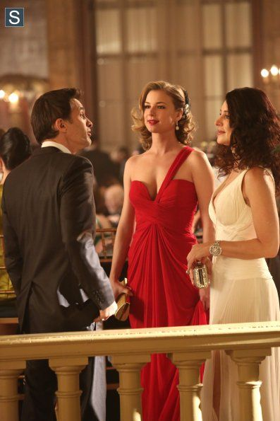 """Emily Thorne from """"Revenge"""" played by Emily VanCamp in Pamella Roland One-Shoulder Gown – 3x17 """"Addiction"""""""
